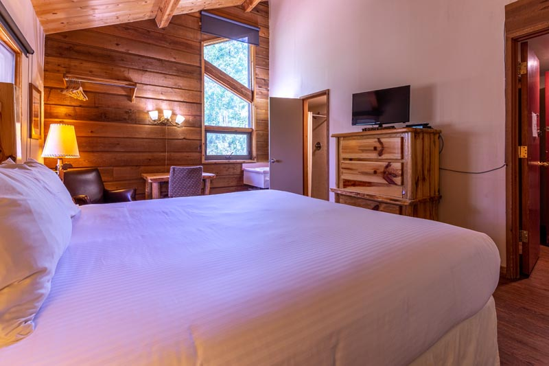elk river theme guest room at sky valley chateau