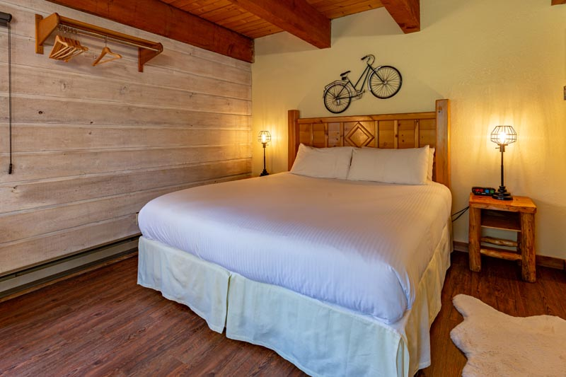 spokes and sprockets theme guest room at sky valley chateau